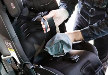 Clean a car seat